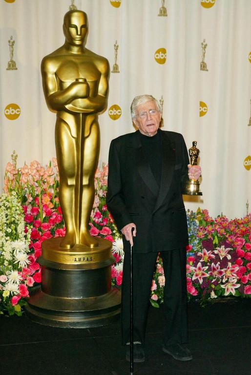 Le réalisateur Blake Edwards recevant un Oscar d'honneur en 2004
