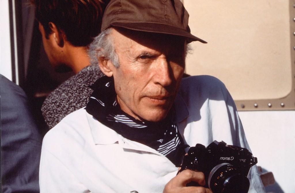 Eric Rohmer sur le tournage du film Les amours d'Astrée et de Céladon