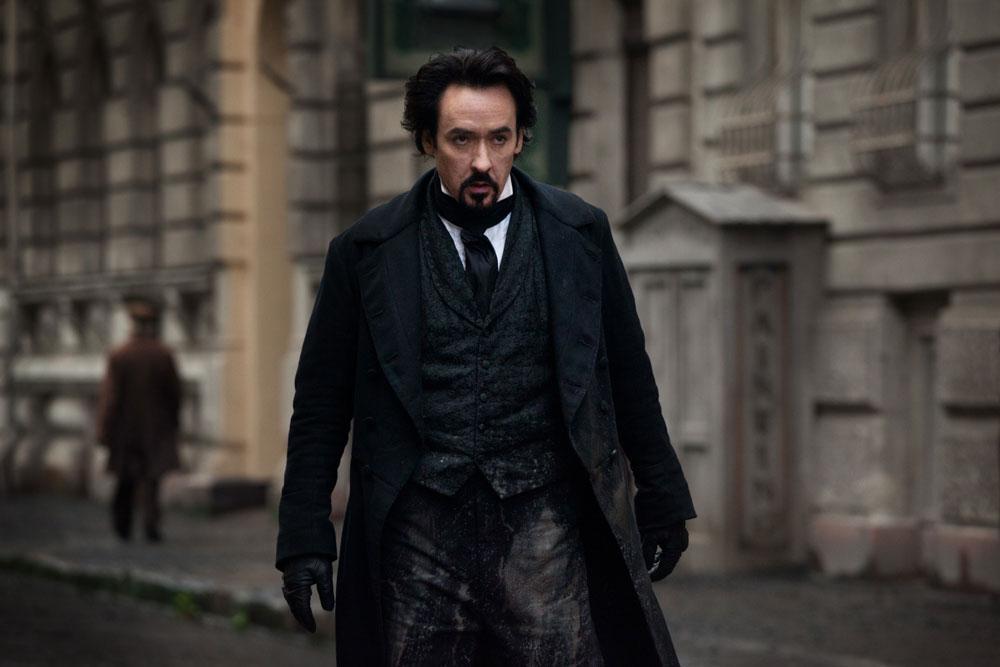 John Cusack dans The Raven de James McTeigue